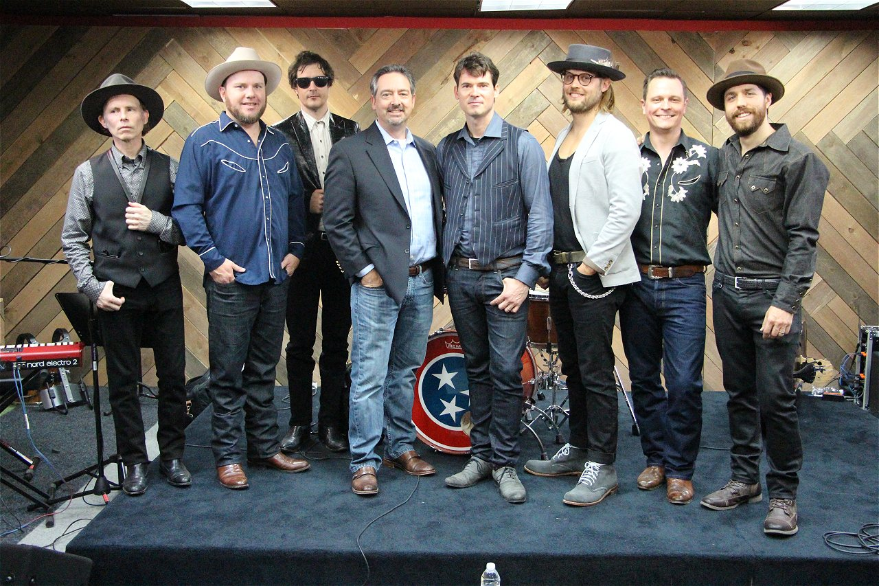 Photos Old Crow Medicine Show Meet And Greet Web Girl 979 Is