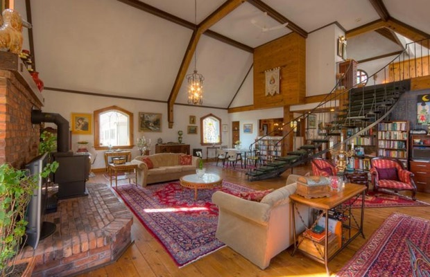 10 Beautiful Canadian Church Conversions We\'d Like to Call Home