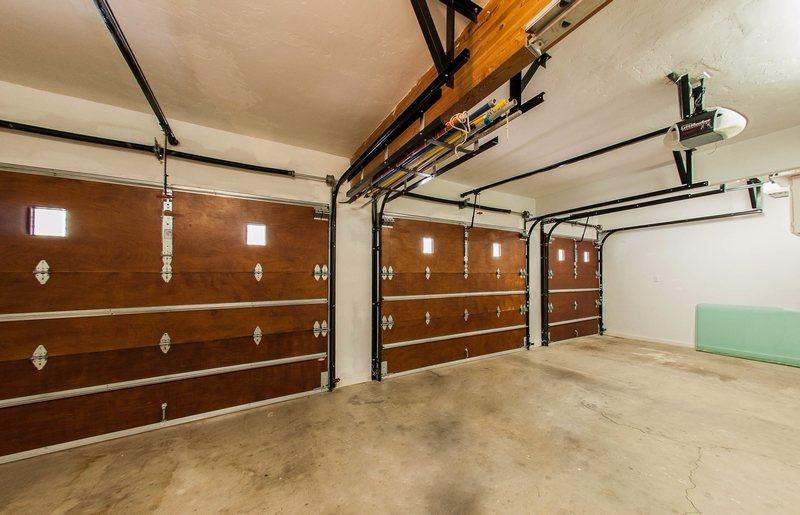 Amarr Classica Carriage House Garage Doors On Trac Garage Doors