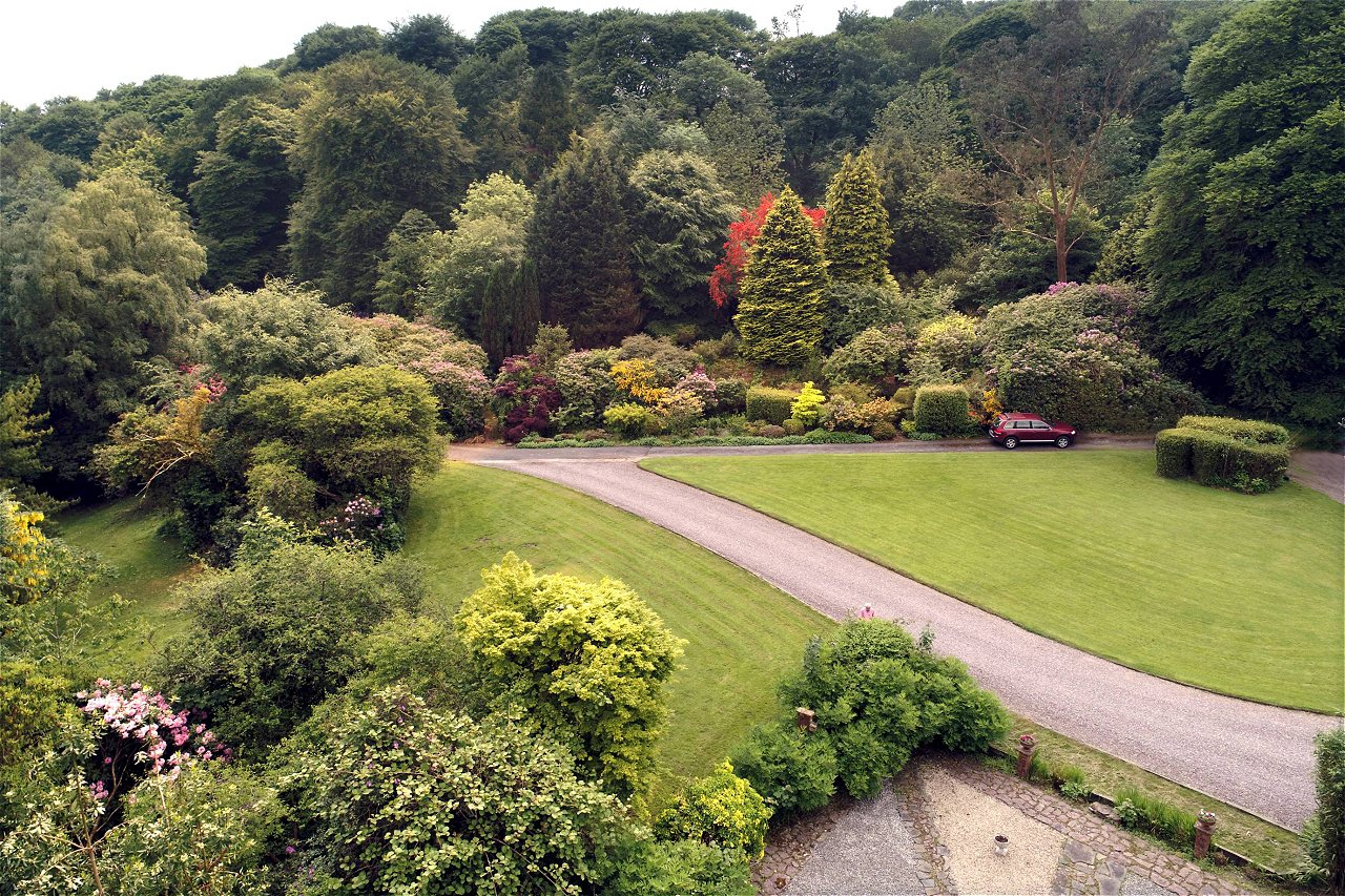 Cork's Rocklodge has glorious acres in a wooded valley setting