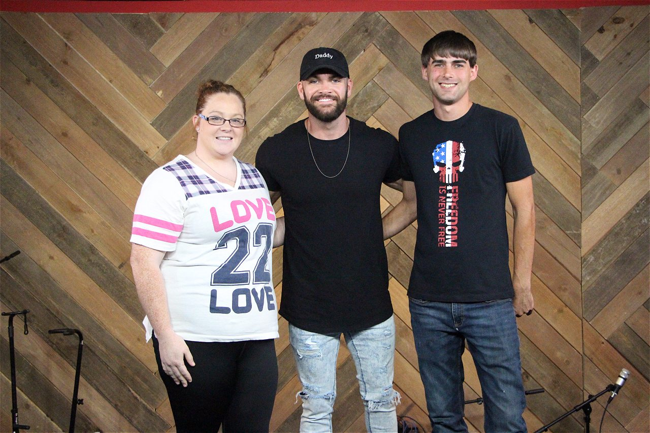 Photos Dylan Scott Meet And Greet Web Girl 979 Is The Big 98